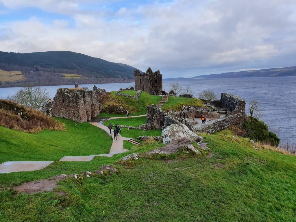 lago di loch ness urquait castle